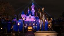Tras más de un año de cierre por la pandemia, Disneyland reabre sus puertas al público en Anaheim