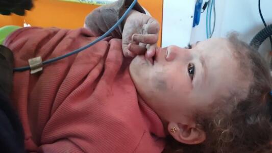 """""""¡Quiero mi muñeca!"""": los gritos de esta niña al ser rescatada del fondo de un profundo pozo"""