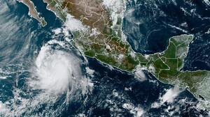 Pamela se fortalece a huracán y avanza hacia las costas del Pacífico mexicano