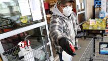 Estos supermercados y farmacias de San Mateo aumentarán $5 el salario de sus empleados