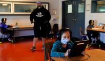¿Qué estudiantes podrán continuar con la educación virtual en Texas y cuáles son los puntos clave de la ley que avala esto?