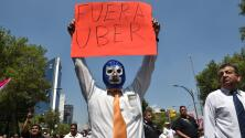 Violentos enfrentamientos entre taxistas y choferes de Uber