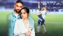 Becky G salta al campo y da un abrazo de película a su novio tras su victoria en la Copa Oro