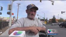 Roban silla de ruedas a veterano de Stockton