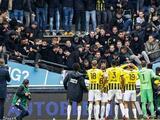 Tribuna colapsa por saltos del aficionados del Vitesse en festejos