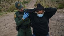 """""""No hay acciones"""": las quejas de dos alcaldes fronterizos sobre la crisis de migrantes en la frontera"""