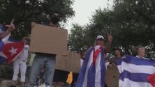 Cubanos en Austin se manifiestan por segundo día consecutivo en el Capitolio de Texas contra el régimen