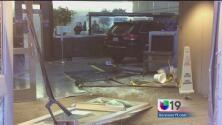 Mujer estrelló su auto contra la puerta principal de la cárcel de Sacramento
