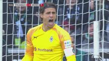 ¡Yann Sommer no deja reaccionar al Bremen! Le detiene un penalti a Davy Klaassen