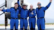28 millones de dólares habría pagado uno de los pasajeros que viajó con Jeff Bezos al espacio