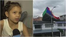 Castillo inflable sale volando con niños adentro: una niña queda en el techo de una casa