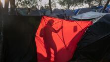 """""""Hemos sufrido demasiado"""": crece la expectativa entre solicitantes de asilo que esperan en México por su audiencia"""