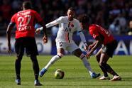 Paris Saint-Germain no pudo ante el Stade Rennais 2-0 como visita, durante la Jornada 9 en la Ligue 1. Los parisinos contaron con toda su artillería pesada pero no vieron la luz ante las anotaciones de Gaetan Laborde (45') y Flavien Tait (46). Así, el equipo local se lleva un triunfo épico y el PSG rompe su racha ganadora.