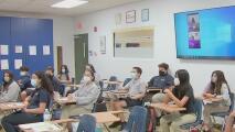 Polémica por posibilidad de exigir mascarillas para niños mayores de 2 años en escuelas de Florida