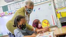 California requerirá que empleados escolares se vacunen o presenten pruebas semanales de covid-19