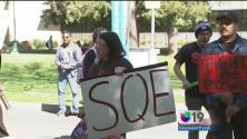 Jóvenes universitarios piden aumento salarial para sus maestros