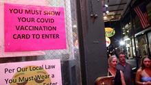 Berkeley comienza a exigir prueba de vacunación en restaurantes, bares, cines y gimnasios