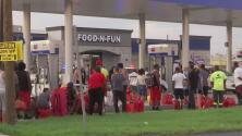 Louisiana tras Ida: Familia estuvo 5 horas en fila para obtener combustible y no lo lograron