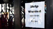¿Por qué cada vez más personas están renunciando a sus trabajos en EEUU? Experto analiza