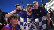 Aficionados del Chelsea tiñen de azul las calles de Londres