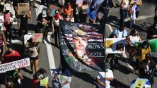 Con carteles y consignas contra el abuso sexual conmemoran en Houston el día de Vanessa Guillén