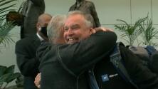 Un padre dio en adopción a su hijo hace 57 años y así fue su emotivo reencuentro