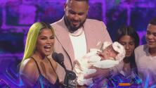 La bebé de Natti Natasha y Raphy Pina se roba el show en Premios Juventud