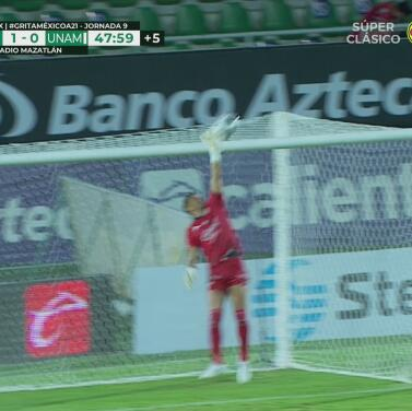 ¡Iba para adentro! Favio Álvarez por poco marca un golazo para Pumas