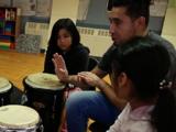 No 'les hace falta aprender inglés', son 'bilingües en potencia': cómo los métodos de educación alternativos hacen la diferencia