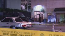Sospechoso provoca una persecución tras un tiroteo con rehenes en un edificio del centro de Los Ángeles