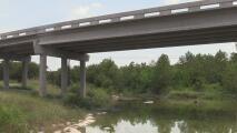 Autoridades buscan a la madre de recién nacida hallada muerta en una fosa clandestina cerca de Onion Creek