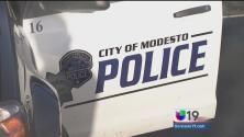 Modesto: Un arrestado y otro detenido por posesión espadas