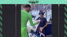 ¡Detallazo! Intercambia guantes con fan arquero Turner de USMNT