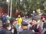 """""""Cuba sí, Yankees No"""": simpatizantes del castrismo agreden a cubanos en una protesta en México"""