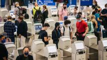 Aeropuertos en Houston esperan que más de 670,000 personas se movilicen este fin de semana feriado