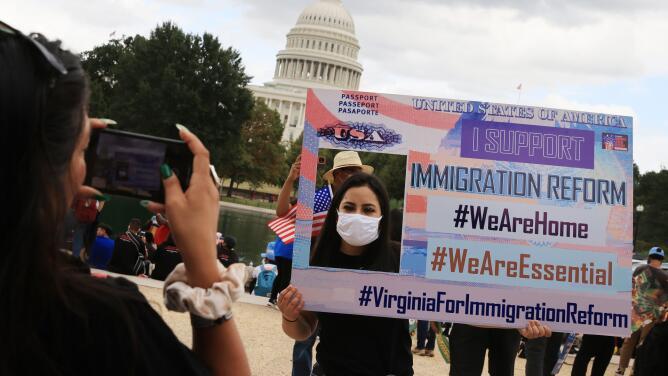 ¿Podrán los demócratas encontrar la manera de legalizar a inmigrantes indocumentados?