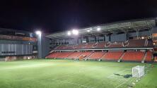 Singapur abre estadios y hace prueba de COVID-19 a cada aficionado asistente