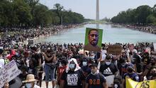 """""""Quita tu rodilla de nuestro cuello"""": la marcha contra la violencia racial en Washington DC (fotos)"""