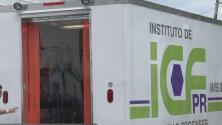 Cuatro vehículos nuevos permanecen estacionados en Ciencias Forenses