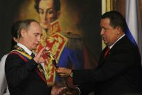 In photos: the umbelical cord between Moscow and Caracas