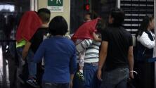 ¿Posibles deportaciones? El futuro incierto de grupos de migrantes indocumentados que llegan a EEUU por la frontera de Texas
