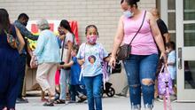 NYC exigirá pruebas semanales de covid-19 en las escuelas públicas