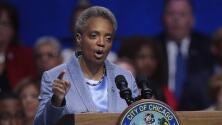 """""""Si quieren, háganlo"""": alcaldesa de Chicago tras advertencias sobre acciones legales por mandato de vacunación"""