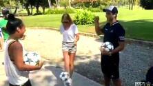 """Kristina Mladenovic demostró sus aptitudes con la pelota jugando """"FutGolf"""" en Acapulco"""