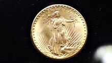 """La sorprendente historia de """"la moneda más famosa del mundo"""" subastada en $18.9 millones"""