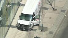 Con una van arrollan a unas ocho personas en Toronto