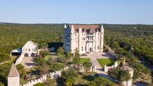 Este 'castillo medieval' se encuentra en el Hill Country de Texas e invita a personas a quedarse