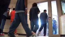 """""""La mayoría tiene problemas mentales"""": testimonio de guardias de Rikers Island sobre crisis en la cárcel"""
