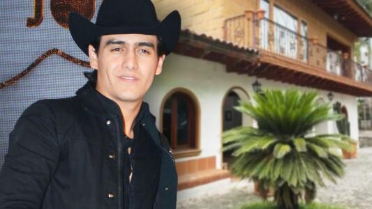 Julián Figueroa pone en renta, por 250 dólares la noche, la casa que su papá Joan Sebastian le heredó