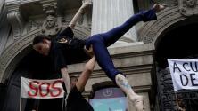 La protesta de los artistas en Río de Janeiro por el retraso en el pago de sus salarios
